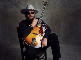26 de Maio - 1949 – Hank Williams, Jr., cantor estadunidense.
