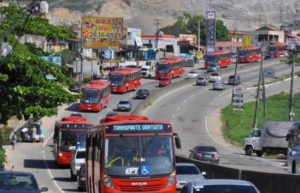 26 de Maio - Carros, ônibus, avenida - Maricá (RJ) 203 Anos
