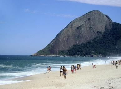 26 de Maio - Praia e banhista em Maricá (RJ) 203 Anos
