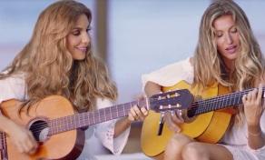 27 de Maio - Ivete Sangalo ensina Gisele Bündchen a tocar violão e a cantar.