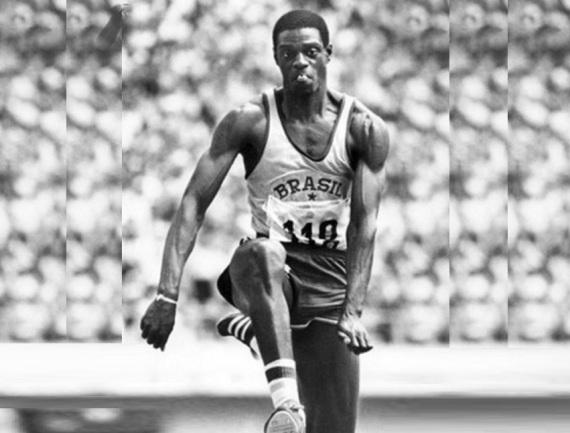 28 de Maio - 1954 — João do Pulo, atleta, especializado em saltos, sendo ex-recordista mundial do salto triplo, medalhista olímpico e político brasileiro.