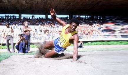 28 de Maio - 1954 — João do Pulo, atleta, ex-recordista mundial do salto triplo, medalhista olímpico e político brasileiro.