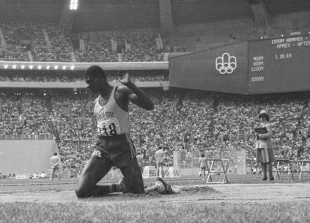 28 de Maio - 1954 — João do Pulo, atleta, saltos, ex-recordista mundial do salto triplo, medalhista olímpico e político brasileiro.