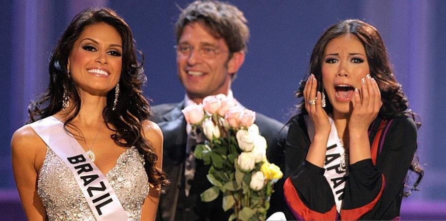 28 de Maio - 2007 — A japonesa Riyo Mori vence o Miss Universo, e é a 2.ª mulher do seu país a ganhar o concurso. A brasileira Natália Guimarães ficou em 2.º lugar.