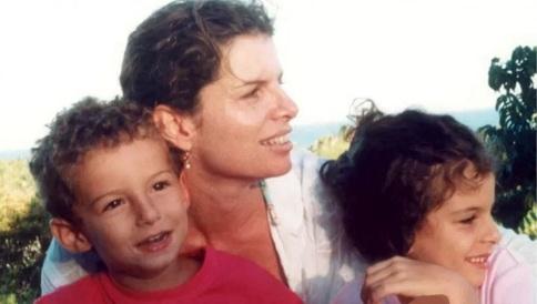 29 de Maio - Debora Bloch com os filhos, Hugo e Júlia.