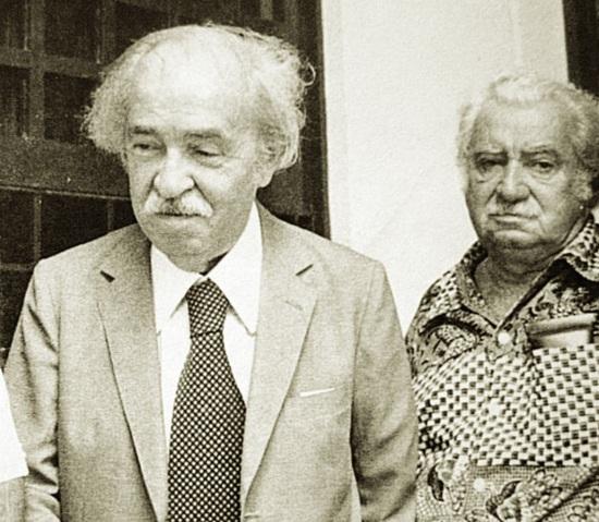 3 de Maio - 1910 – Aurélio Buarque de Hollanda Ferreira, lexicógrafo, filólogo e ensaísta brasileiro com Jorge Amado.