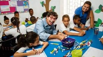 30 de Maio - Daniel Azulay desenhando com crianças.