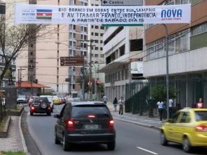 31 de Maio - Faixa sobre obras do programa Nova Juiz de Fora - Avenida Presidente Itamar Franco - Juiz de Fora (MG) - 167 Anos.