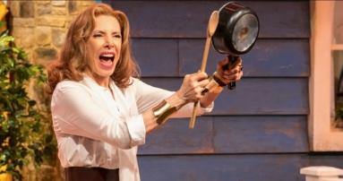 31 de Maio - Marília Gabriela atuando em comédia teatral.