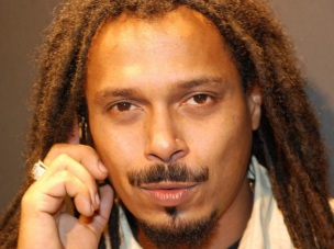 31 de Maio - Marcelo Falcão Custódio (Rio de Janeiro, 31 de maio de 1973) é um músico , vocalista e compositor brasileiro do grupo O Rappa.