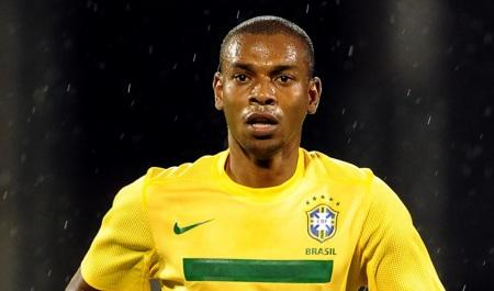 4 de Maio - 1985 – Fernandinho, futebolista brasileiro.