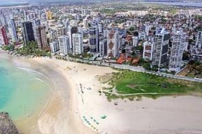 4 de Maio - Tomada aérea. Praia e prédios – Jaboatão dos Guararapes (PE).