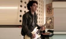 5 de Maio - 2013 — Peu Sousa, guitarrista, compositor e produtor musical brasileiro (n. 1977).