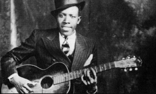 8 de Maio - 1911 — Robert Johnson, cantor e guitarrista de blues estadunidense (m. 1938).