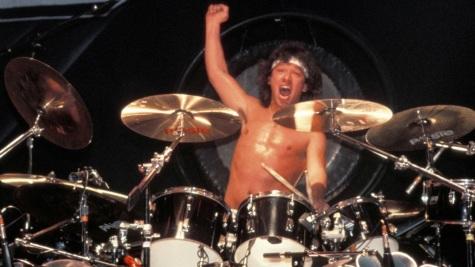 8 de Maio - 1953 — Alex Van Halen, músico holandês-americano.