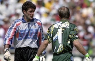 8 de Maio - 1966 — Cláudio Taffarel, ex-goleiro brasileiro e Gianluca Pagliuca, da Itália, nos pênaltis da final de 1994.