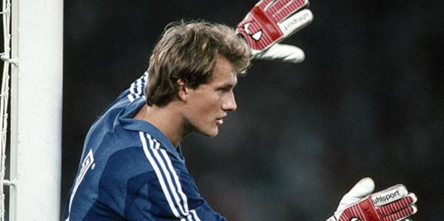 8 de Maio - 1966 — Cláudio Taffarel, ex-goleiro brasileiro, jovem, jogando.