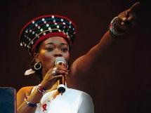 9 de Maio - 2004 — Brenda Fassie, cantora sul-africana (n. 1964).