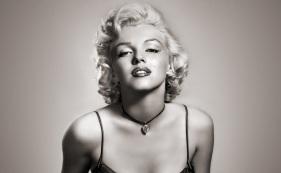 1 de Junho - 1926 – Marilyn Monroe, atriz estadunidense, pb, bw, pose.