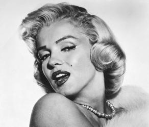 1 de Junho - 1926 - Marilyn Monroe, atriz estadunidense, pb, bw, pose.