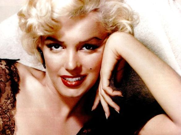 1 de Junho - 1926 - Marilyn Monroe, atriz estadunidense, pose, close.