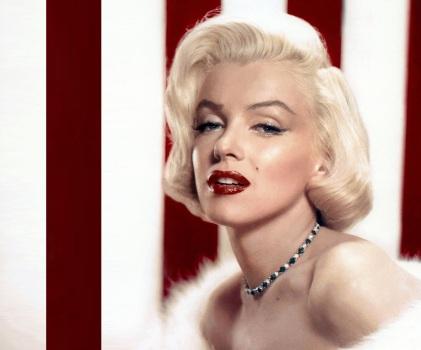 1 de Junho - 1926 - Marilyn Monroe, atriz estadunidense, pose.