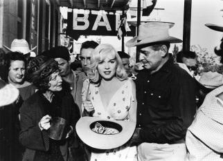 1 de Junho - Marilyn Monroe com Clark Gable e Montgomery Clift em The Misfits (1960). Foi o último filme completo feito por Monroe e Gable.