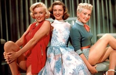 1 de Junho - Marilyn Monroe em 'How to Marry a Millionaire', com Lauren Cacall e Betty Grable.