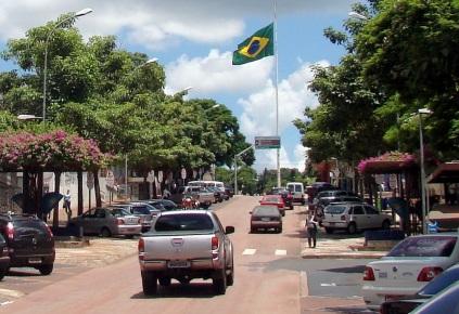 10 de Junho - Bandeira nacional localiza o marco zero da cidade, na avenida Brasil - Foz do Iguaçu (PR) - 103 Anos.