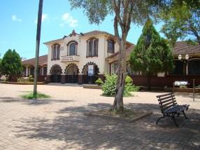 10 de Junho - Colégio Estadual Bartolomeu Mitre - construção de 1927. - Foz do Iguaçu (PR) - 103 Anos.