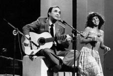 10 de Junho - João Gilberto com Bebel Gilberto, sua filha.