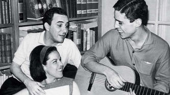 10 de Junho - Miúcha com o ex-marido João Gilberto e o irmão, Chico Buarque.