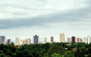 10 de Junho - Panorama geral da cidade, visto do Rio Paraná (fronteira com o Paraguai) - Foz do Iguaçu (PR) - 103 Anos