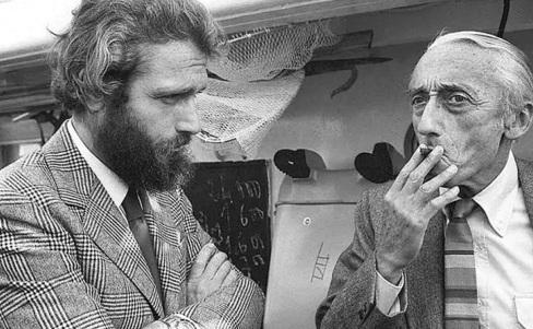 11 de Junho - Jacques Cousteau, explorador e inventor francês - com seu filho.