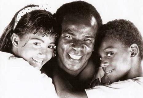 13 de Junho - Antonio Pitanga com seus filhos, Rocco e Camila Pitanga, ainda crianças.