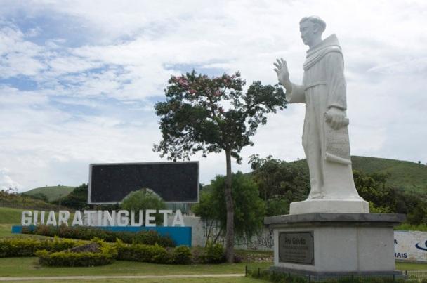 13 de Junho - Monumento de Santo Antônio com letreiro da cidade - Guaratinguetá (SP) - 387 Anos.