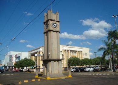 15 de Junho - A Torre do Relógio tem uma altura de dez metros. Em 1982, ocorreu seu tombamento como patrimônio histórico — Três Lagoas (MS) — 102 Anos.