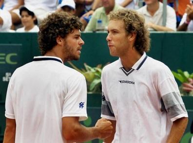 16 de Junho - Jaime Oncins (direita) e seu companheiro de dupla da Davis, Guga (Gustavo Kuerten).