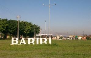 16 de Junho - Letreiro na entrada da cidade — Bariri (SP) — 127 Anos.