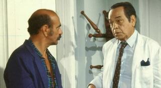 16 de Junho - Os atores Lima Duarte (esquerda) e Paulo Gracindo contracenam em 'O Bem Amado'.