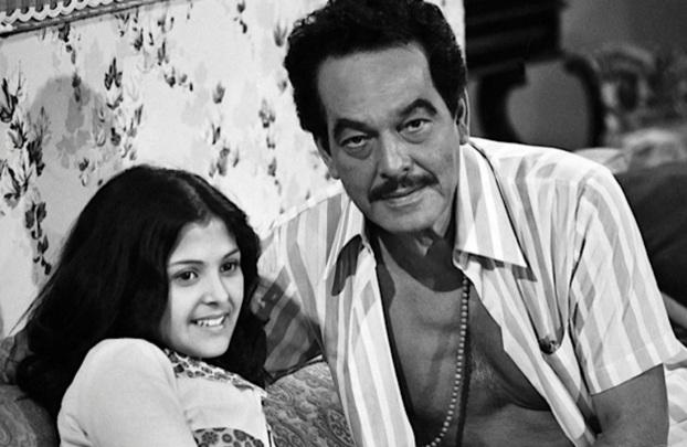 16 de Junho - Paulo Gracindo e Elizângela em Bandeira 2, novela de Dias Gomes dirigida por Daniel Filho, em 1972.