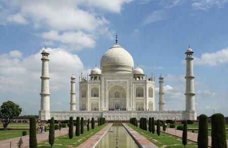 17 de Junho - 1631 – Mumtaz Mahal morre durante um parto. Seu marido, Shah Jahan, imperador do Império Mogol, iria gastar 20 anos para construir o seu mausoléu, o Taj Mahal.