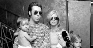 18 de Junho - Paul McCartney - cantor e compositor inglês - com a esposa, Linda e crianças.