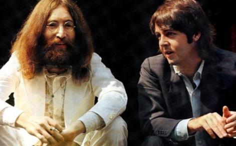 18 de Junho - Paul McCartney - cantor e compositor inglês - com John Lennon, na década de 1970.