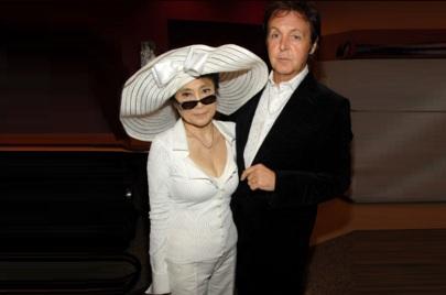 18 de Junho - Paul McCartney - cantor e compositor inglês - com Yoko Ono.