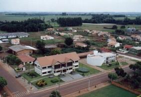 18 de Junho - Prefeitura - Foto aérea — Pato Bragado (PR) — 27 Anos.