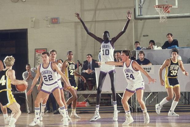 19 de Junho - 2010 — Manute Bol, jogador de basquete sudanês (n. 1962).