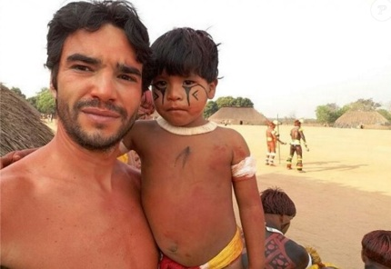 2 de Junho - 1980 - Caio Blat de Oliveira, ator brasileiro - Participando de ritual indígena nas férias.