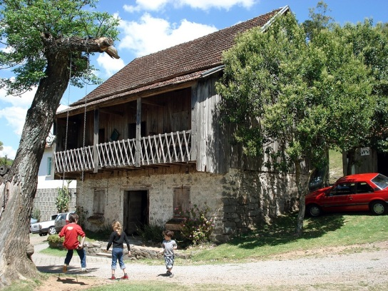 20 de Junho - Casa e cantina colonial típicas na zona rural, integrante do roteiro turístico Caminhos da Colônia de Caxias do Sul (RS) — 127 Anos.