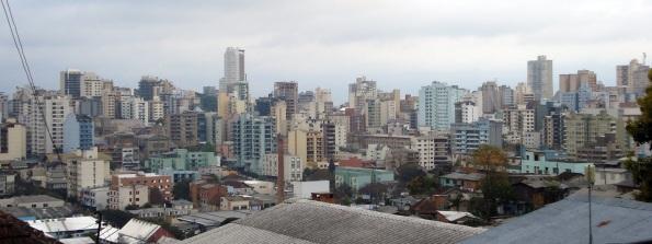 20 de Junho - Centro da cidade, com densa urbanização — Caxias do Sul (RS) — 127 Anos.